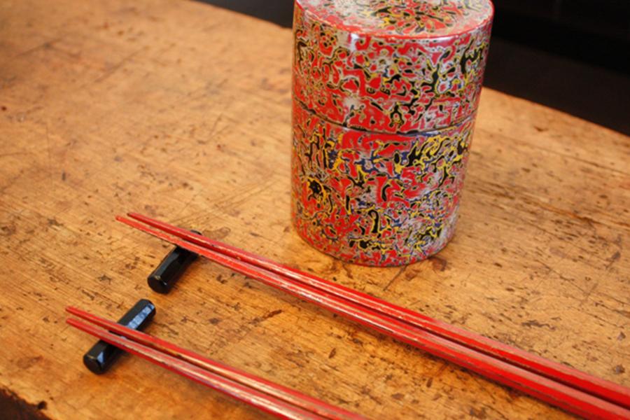 「模様」「塗り」「研ぎ」「磨き」など漆芸の基礎を全て学ぶ